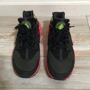 Nike Air Huaraches Hyperpunch
